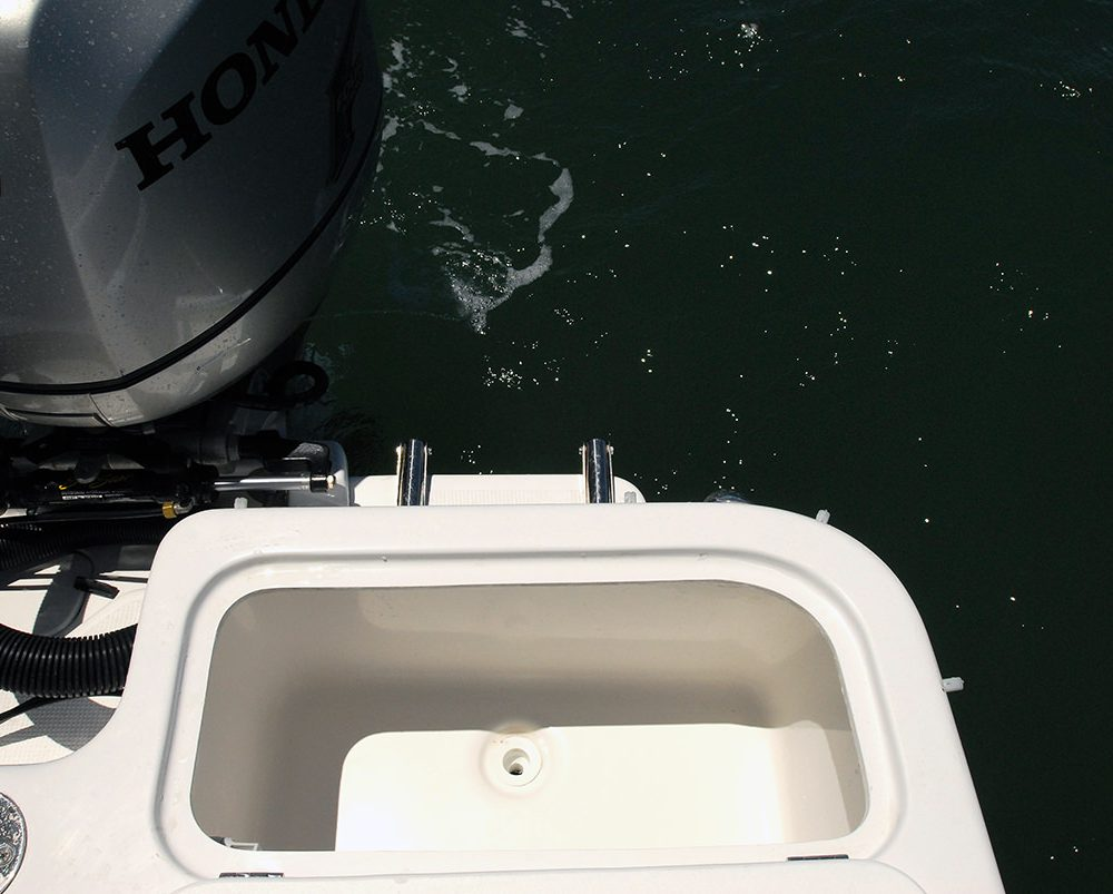 live bait tank on the X-7400 Allrounder